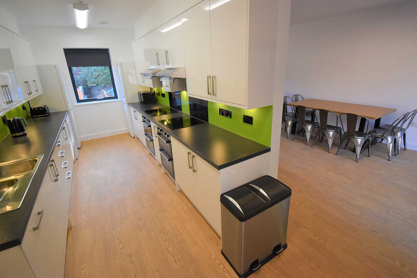Hillside-Court-kitchen